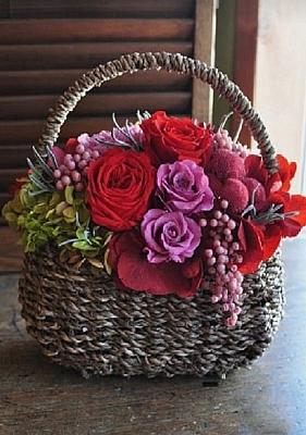 Sepette Kırmızı & Mor Güller