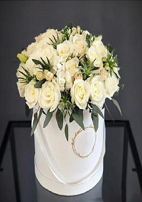 Kutu da  Beyaz Güller