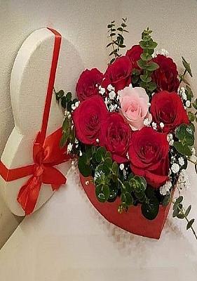 Kalp Kutu da Kırmızı Güller